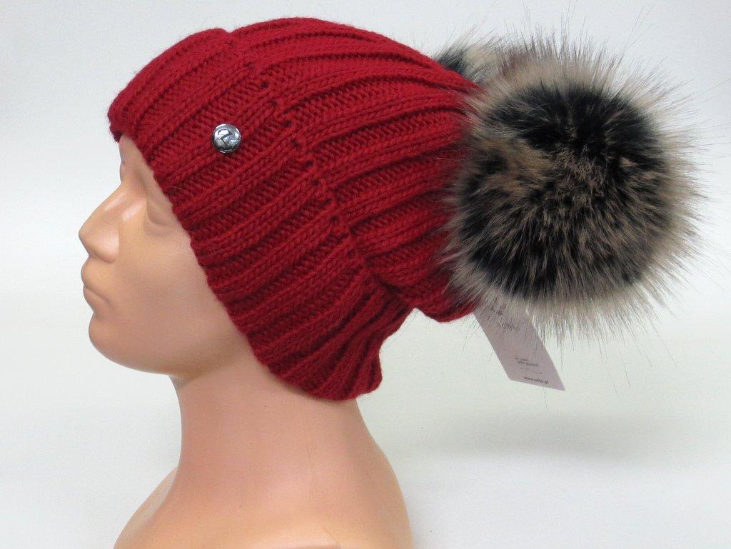 92b27a6f7 Zateplená dámska čiapka s 2 brmbolcami- červená