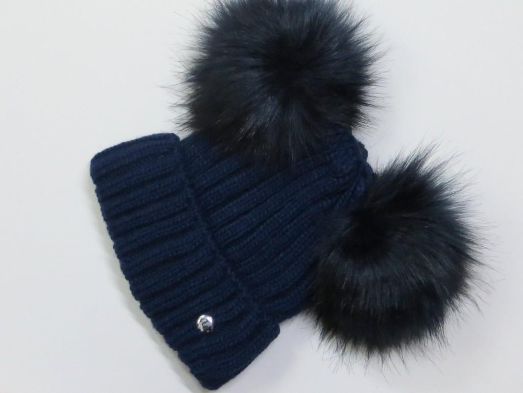170015866 Zateplená dámska čiapka s 2 brmbolcami- tmavomodrá