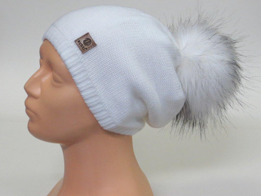 0c0a6a0ab Dámska čiapka s brmbolcom- biela